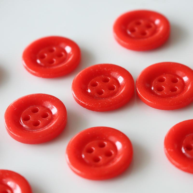 ミルクガラスボタン(red)4つ穴 19㎜ フランスヴィンテージボタン デッドストック