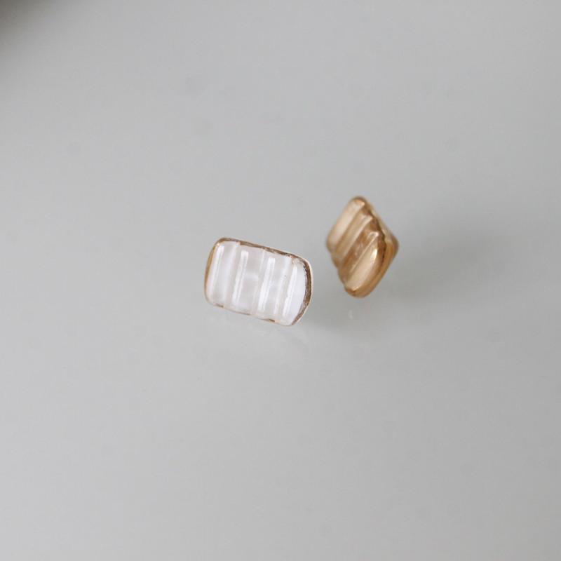 フランスボタン ミルク長方形ヴィンテージガラスボタン(c) 一つ穴12ミリ デッドストック