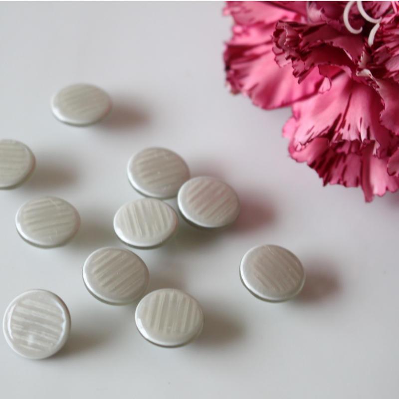 二層コロンとした小さな丸ボタン 1穴13mm(グレー)2個 フランスボタン