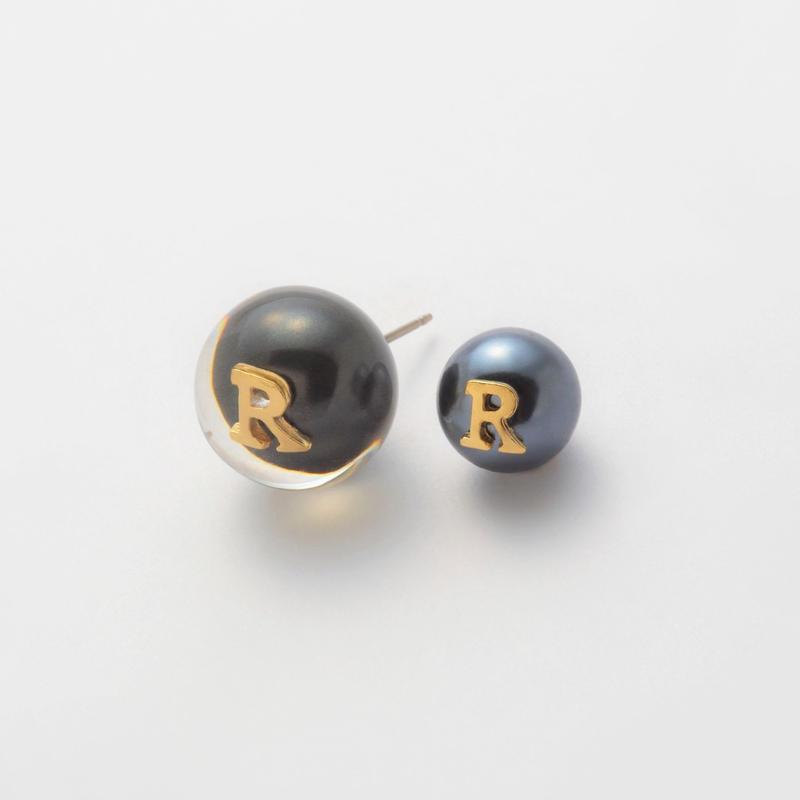 "Initial pierce black ""R"""