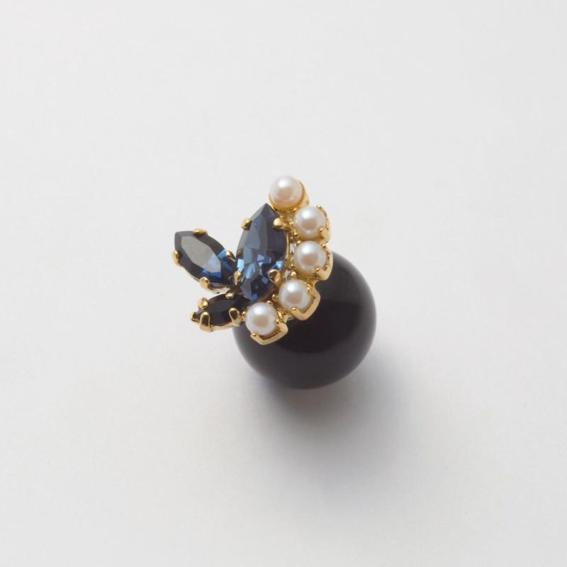 bijoux 3 crystals , 5 pearls pierce(Indigo Blue, pearl Mix) Black catch
