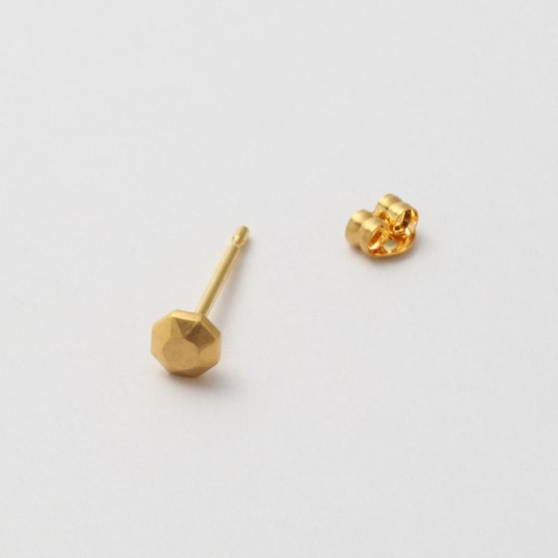 K18 round cut single pierce