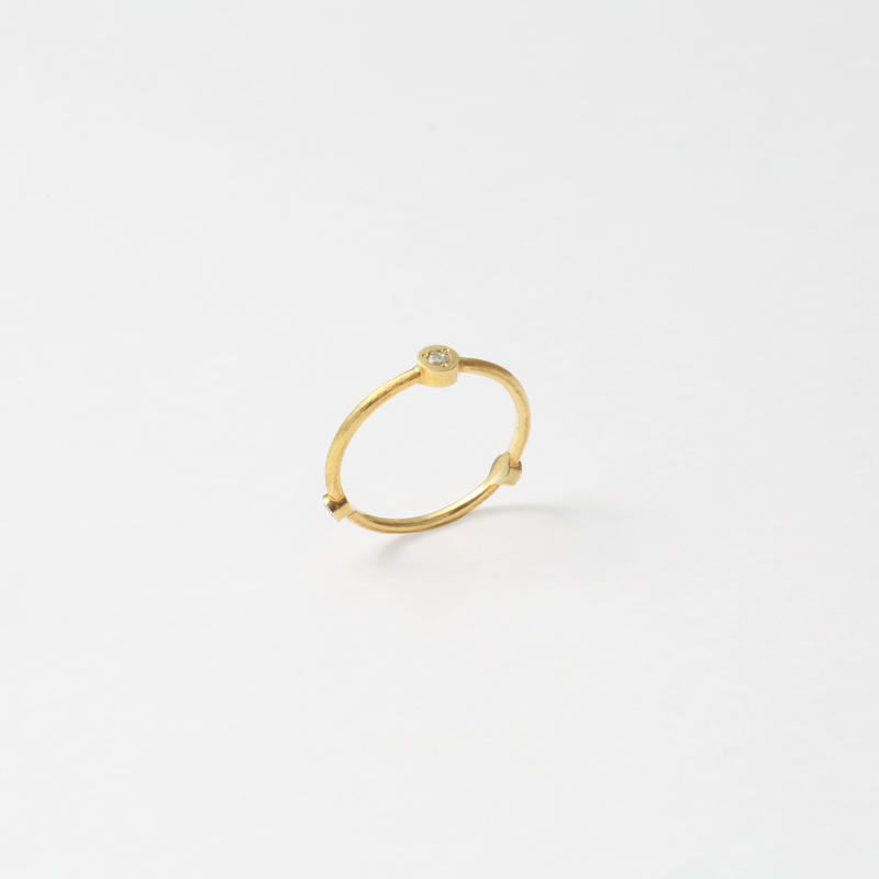3 stones ring(cubic zirconia/gold)