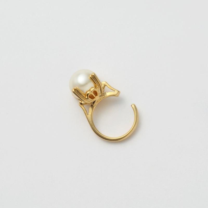 ring motif ear cuff (gold / pearl)
