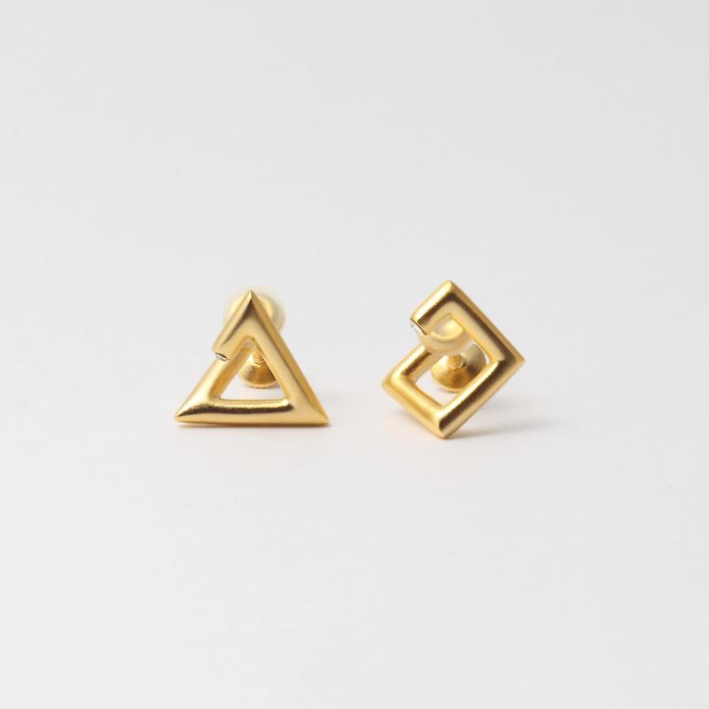 "MAYU×HARUNA KAWAGUCHI"" triangle / square earring"