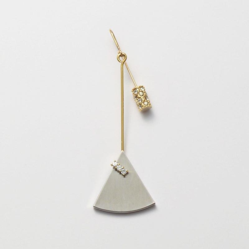 21mm silver triangle / k10 post pierced earring