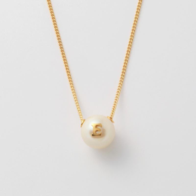 "Initial necklace ""E"""