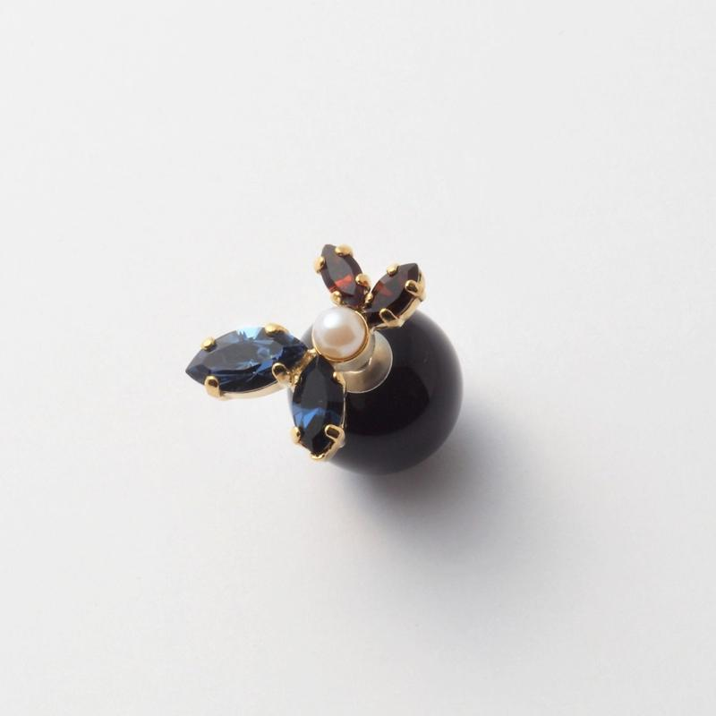 bijoux 4 crystals , pearl pierce (Indigo Blue , Brown Mix)Black catch