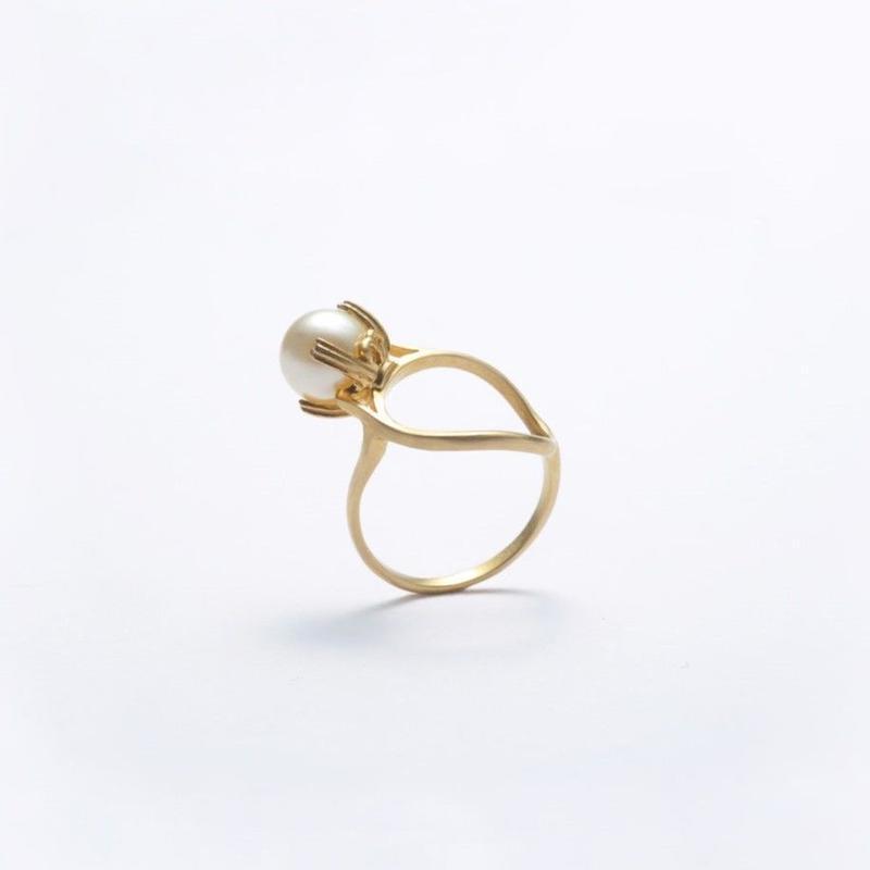 ring motif ring (pearl / gold)