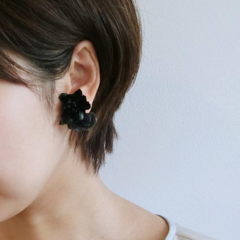 黒いお花のイヤリング*