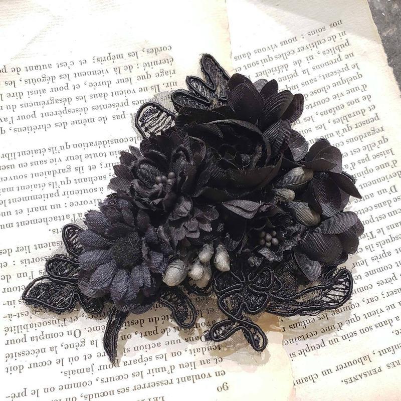 黒いお花のコサージュ*