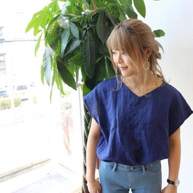 【リネンの服】ベルギーリネンで魅せる、Vネックフレンチスリーブデザインプルオーバーブラウス(ネイビーブルー)