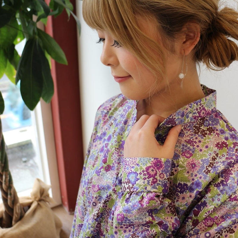花柄リバティタナローンで魅せる、お仕立てしたスタンドカラースキッパーシャツブラウス(マーガレットアニー)