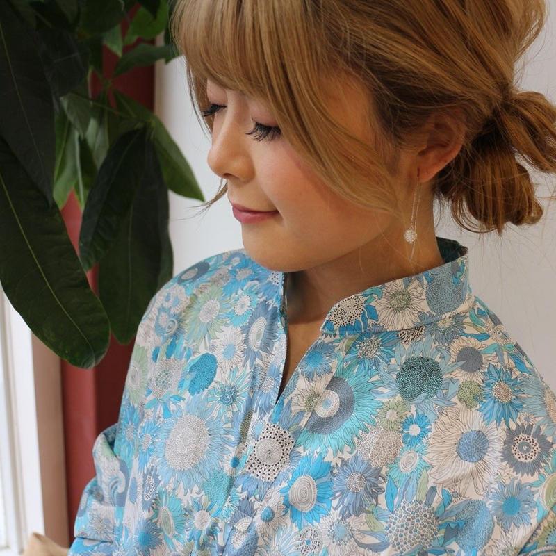 花柄リバティタナローンで魅せる、お仕立てしたスタンドカラースキッパーシャツブラウス(スモール・スザンナ)