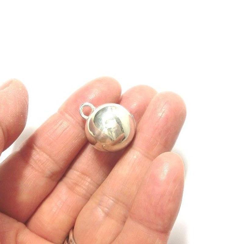 訳アリ 凹みありのため格安 銀の鈴のペンダントトップ 直径15mm
