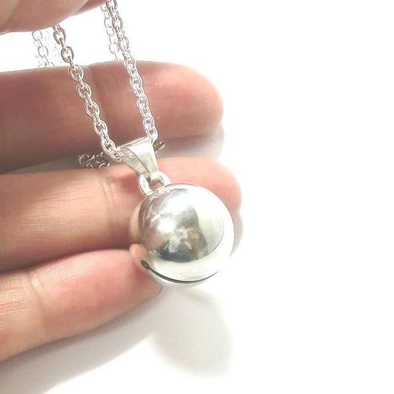 銀の鈴のネックレス  直径15mm