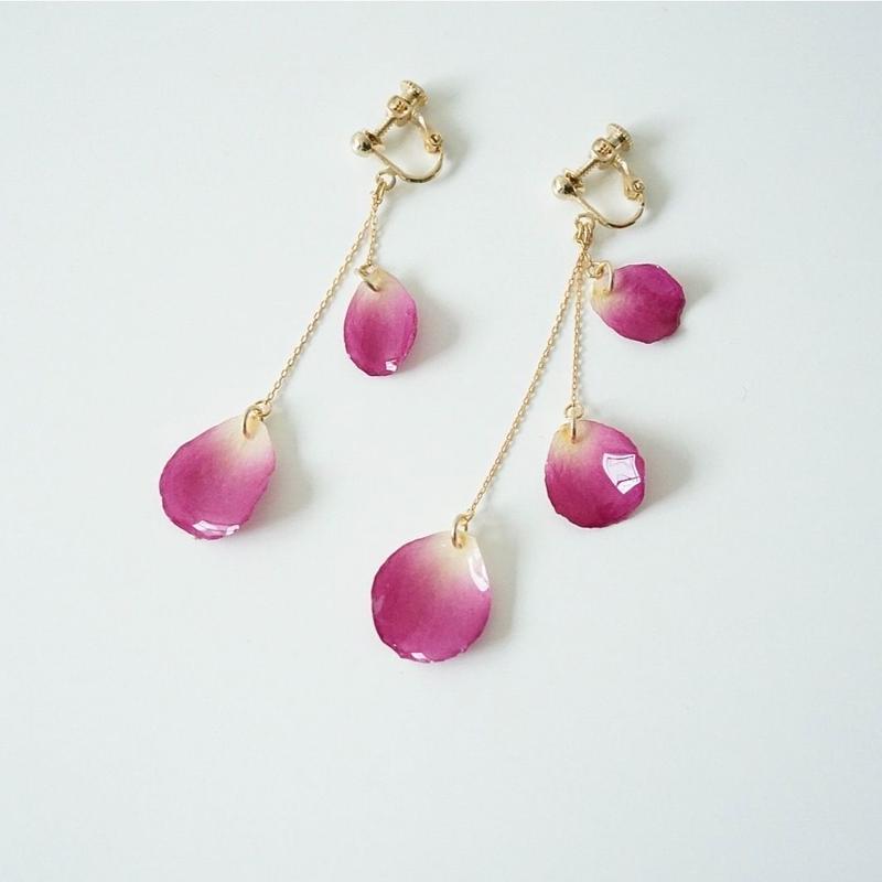 バラ花びらメテオールイヤリング(pink01)