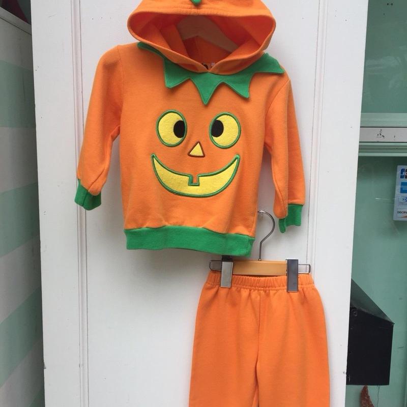 293.【USED】halloween setup
