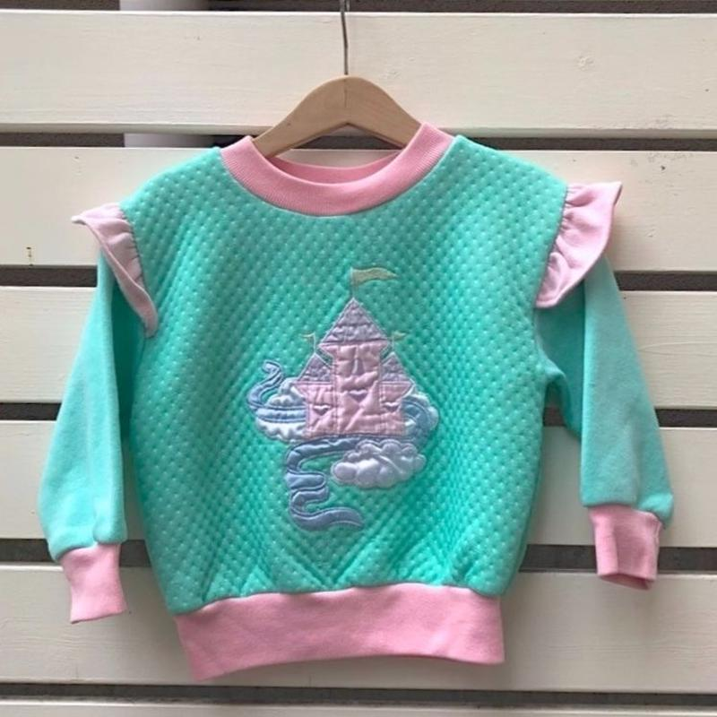 489.【USED】Lovely Castle  Frill Tops