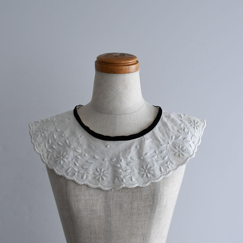 Antique Lace Collar