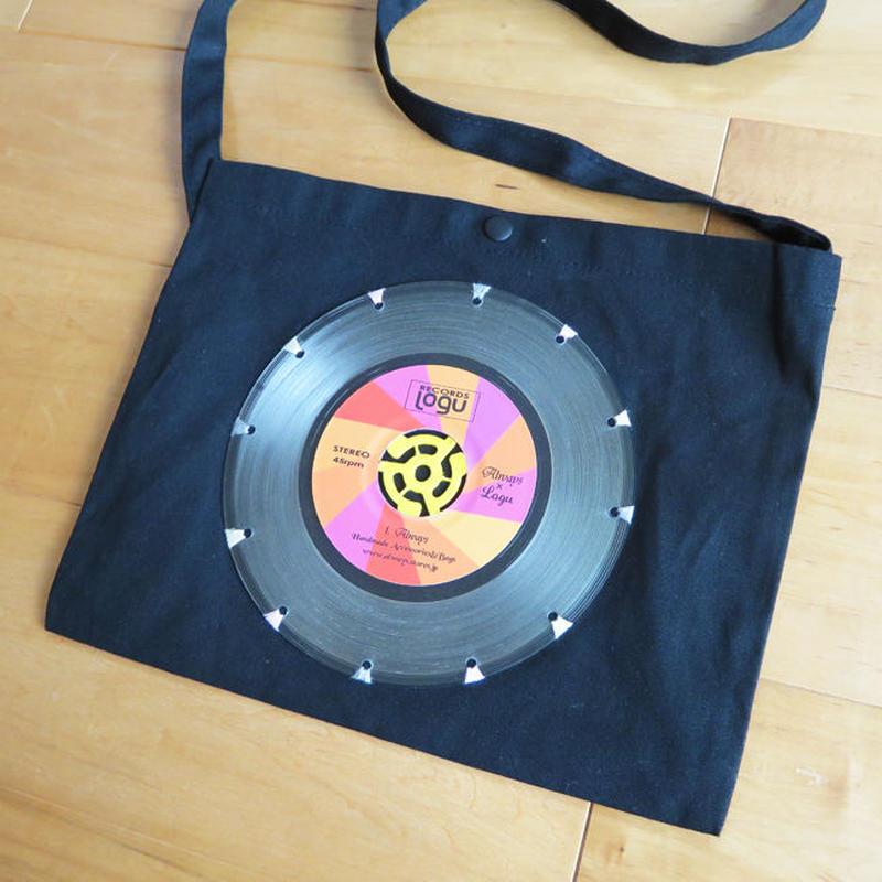 本物のレコードを使ったサコッシュ「bagu」クリアヴァイナル