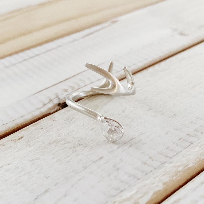 Deer ring L white topaz