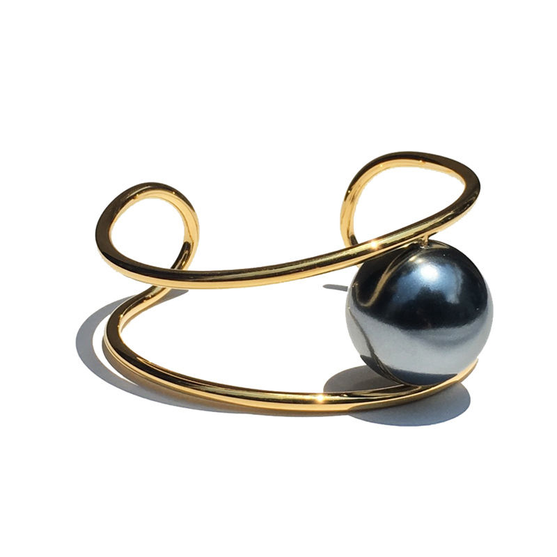 JOHNLAWRENCESULLIVAN   PEARL BANGLE 'YOSHiKO CREATiON'