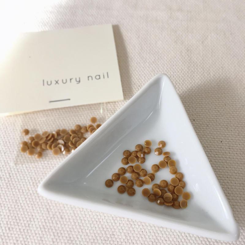 【完売】luxurynail セレクトパーツ/カジュアル カラーストーン【 no.1 /カフェオレ/3mm/50P[AG-2001]  】