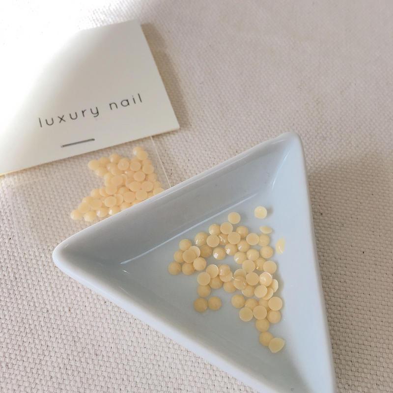 【完売】luxurynail セレクトパーツ /カジュアル カラーストーン【 no.4 /ミルク/3mm/50P[AG-2004]  】