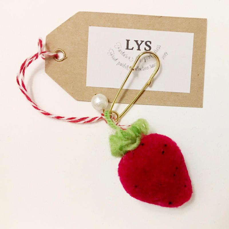 "LYS fruit parlor ""strawberry""コットンパールピンブローチ"
