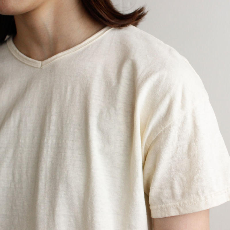 used plain stitches/neck reversible tshirt/ecru