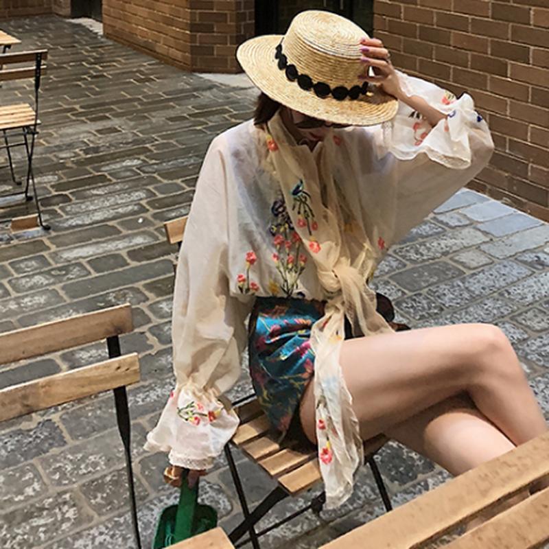 アイボリー/黒フォークロア花柄刺繍がおしゃれ長袖トップス