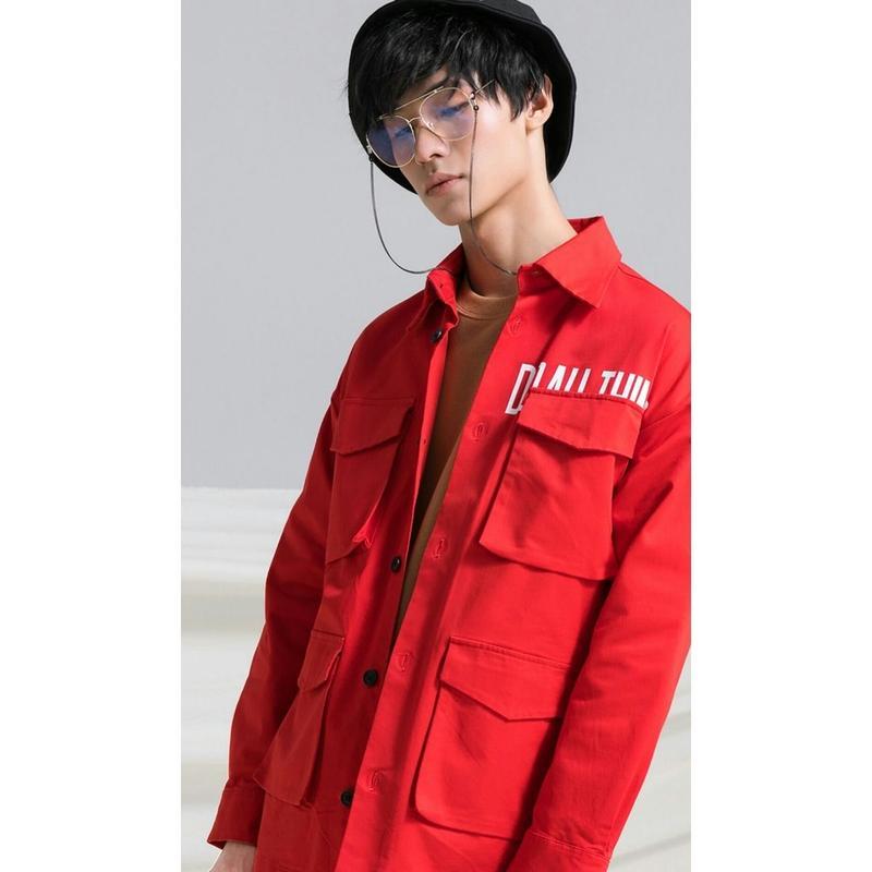 メンズ春コーデたくさんのポケットが魅力ロゴジャケット3色