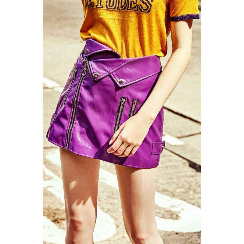 ハイウエスト遊びココロがおしゃれフェイクレザー紫ミニスカート