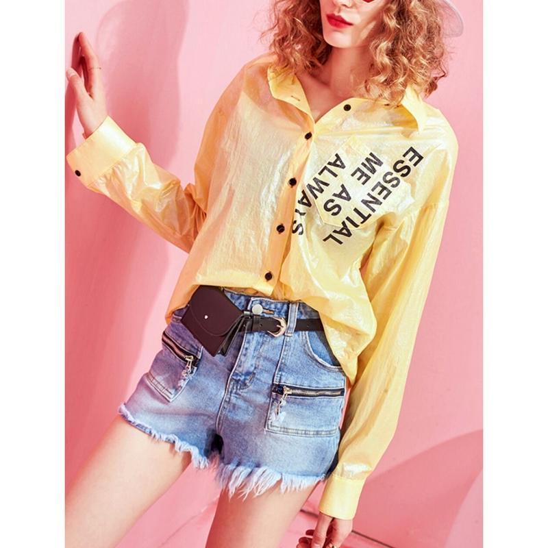 光沢&バックスタイルが魅力ロゴ長袖シャツトップス黄色