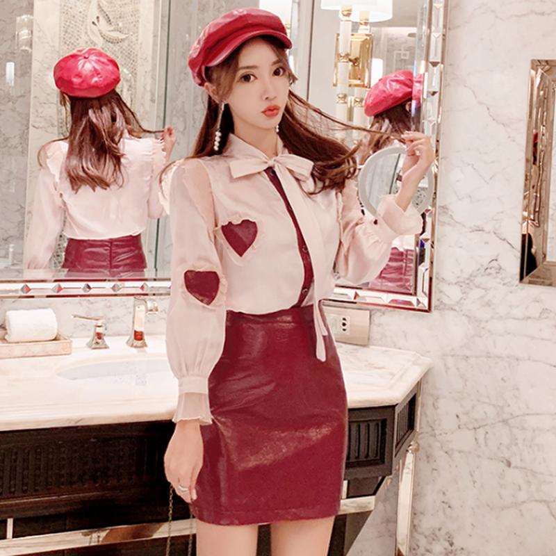 可愛いセットアップハートフリルシャツ+フェイクレザースカート