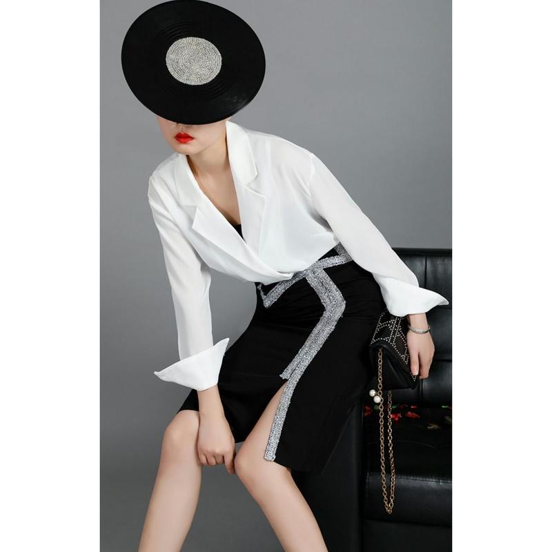 セットアップ白シャツ+ポイントシャイニーペンシルスカート