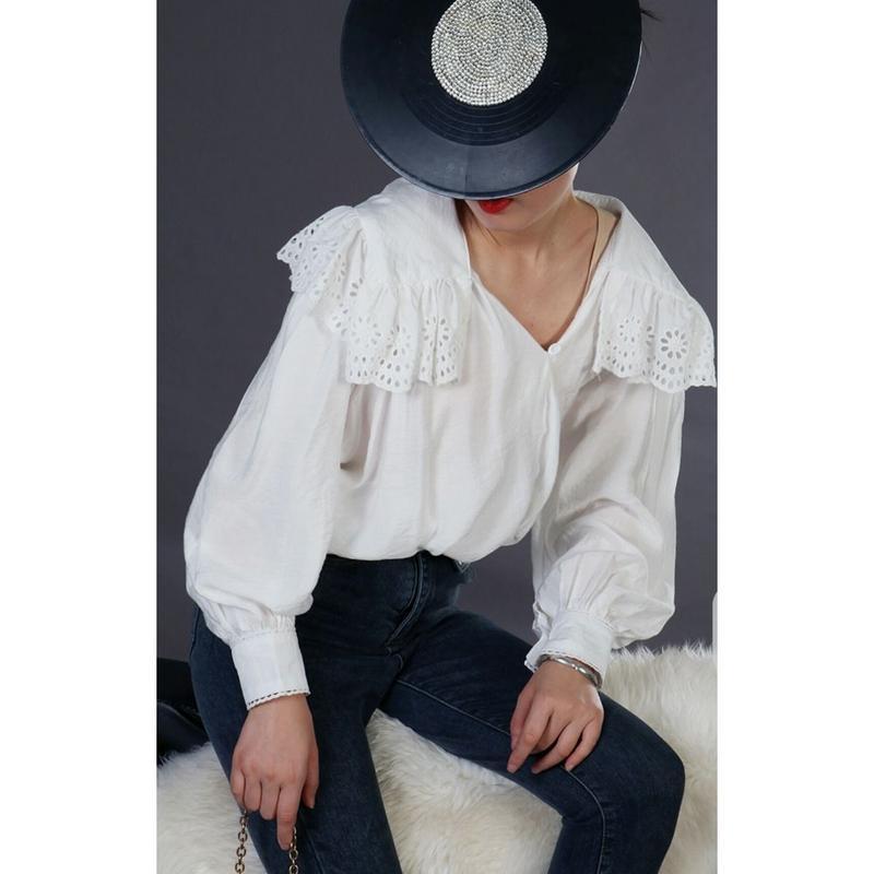 大きい襟元カットアウト模様Vネック袖ボリュームシャツトップス