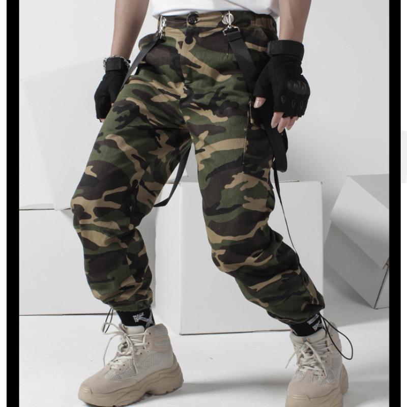 メンズサスペンダー付き迷彩カモフラージュ柄裾絞りパンツ