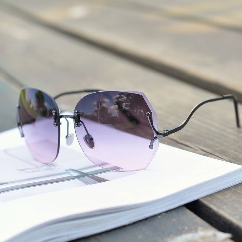 クリア&グラデーションレンズ個性が際立つサングラス3色