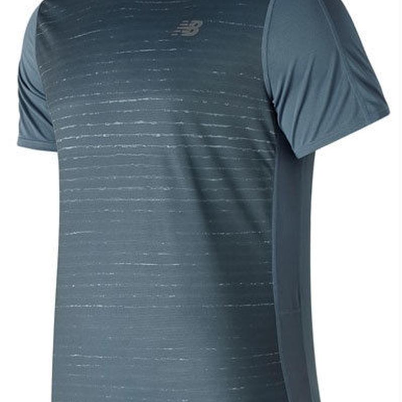 new balance/ニューバランス/アクセレレイトショートスリーブグラフィックTシャツ(ディープポーセラインブルー)【AMT81274-DPE】