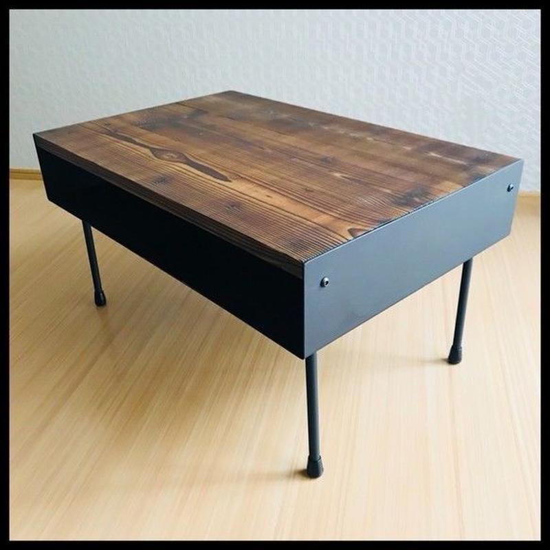 アイアンプレートと古材のセンターテーブル