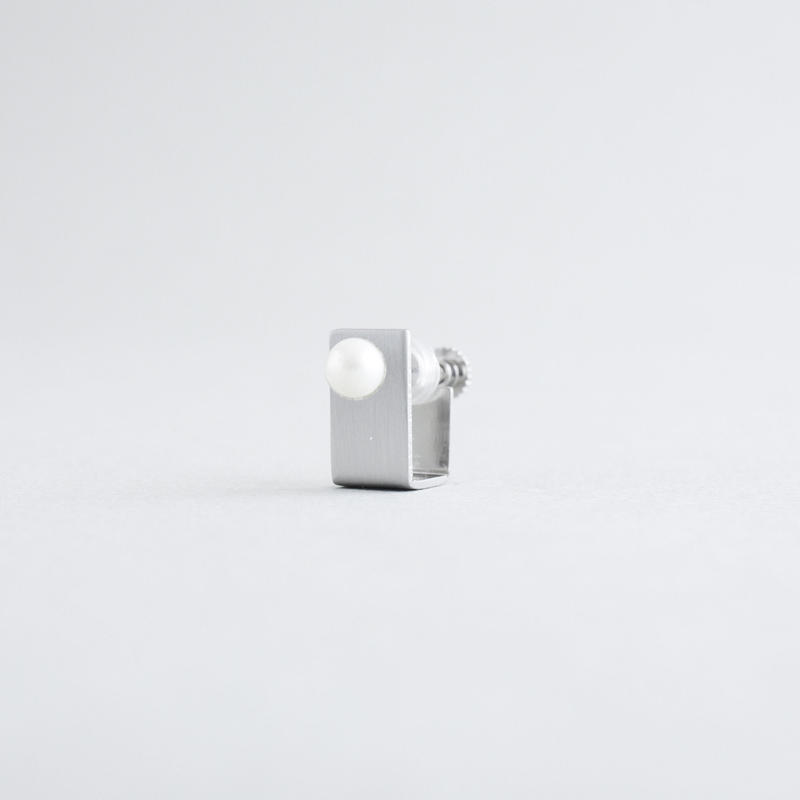 BOX  pearl m earrings