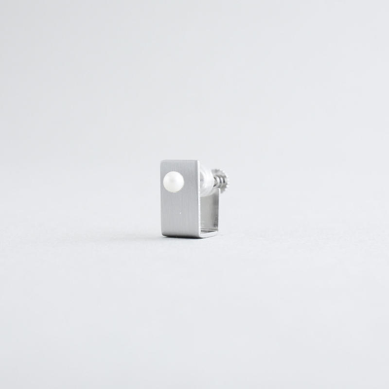 BOX  pearl s earrings