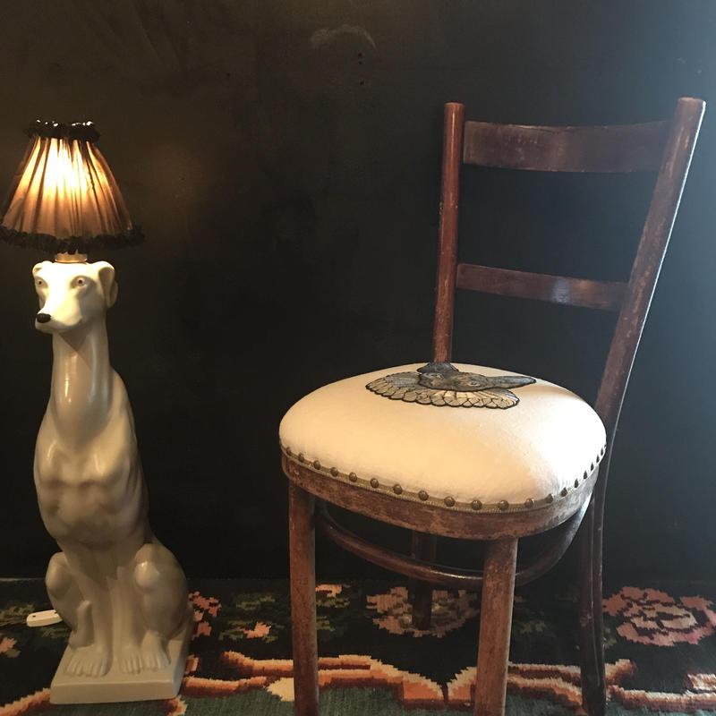 スフィンクスの椅子 左向きのお顔  グレー