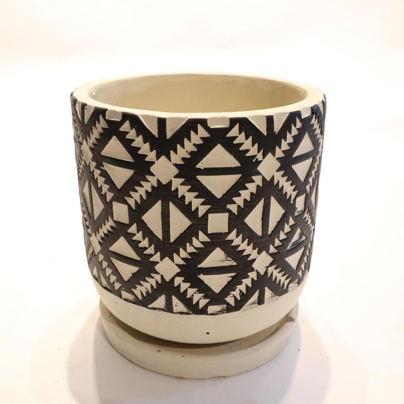 White&Black pot A