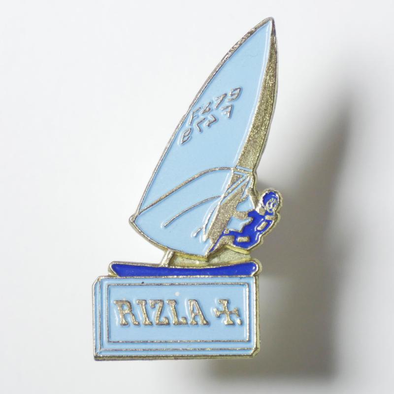 RIZLA YACHT  VINTAGE PIN