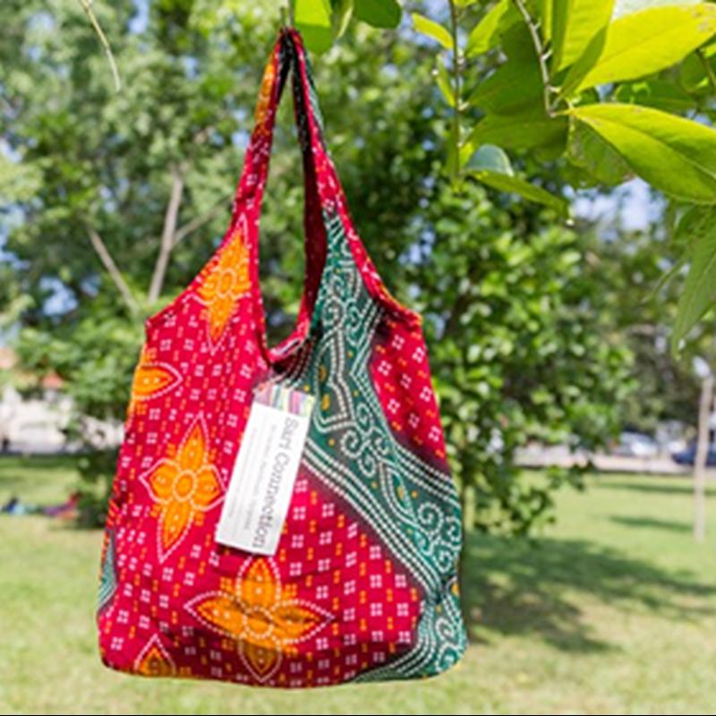 リサイクルサリー・エコバッグ<赤系>:フェアトレード・スリランカ産