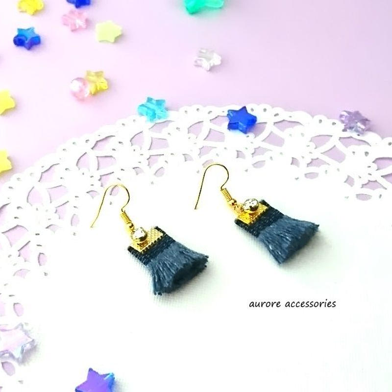 Tassel pierced earrings ネイビー タッセルのピアス 金具ゴールド