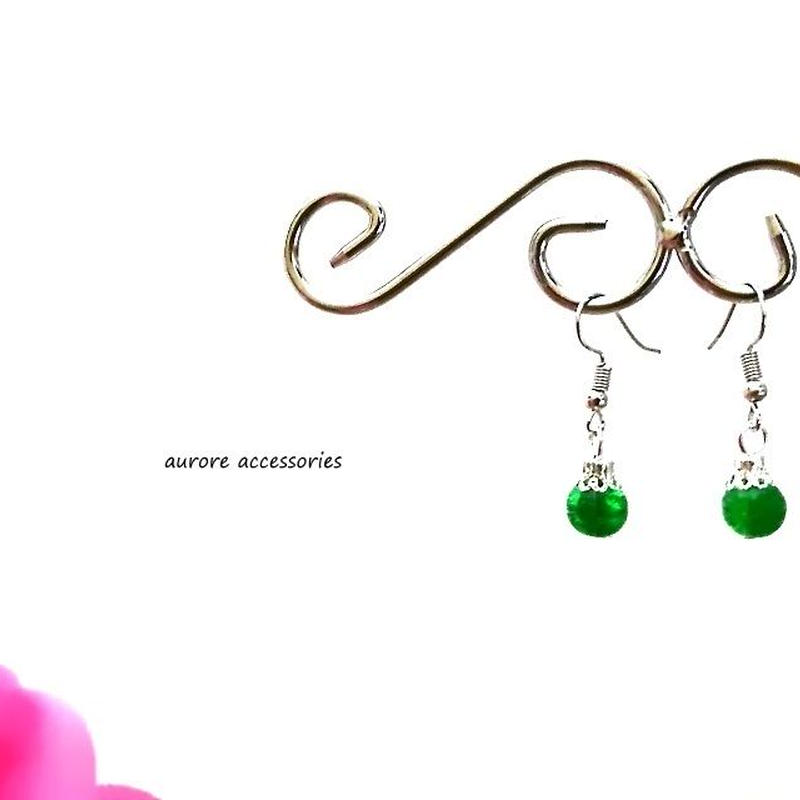 green pierced earrings クラックビーズのピアス グリーン 緑